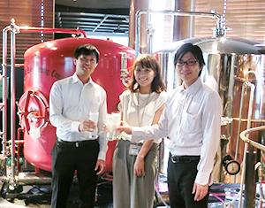 アサヒビールの若手社員が開発した「クリアクラフト」。透明な液色でビールのような味わいが、従来なかった新しいアルコール飲料として注目を集める