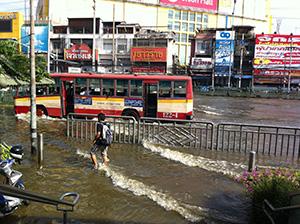 11年大洪水時、バンコクでは住宅や工場などが軒並み冠水した=小堀晋一が2011年11月15日撮影