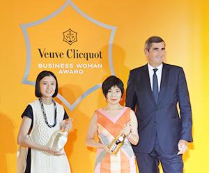 長谷川祐子氏(中)、御手洗瑞子代表取締役(左)、ジャン=マルク・ギャロ代表取締役CEO(右)