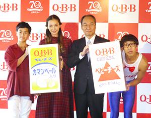 (左から)土屋澄海さん、土屋アンナ、三宅宏和社長、ひょっこりはん
