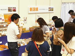 国分関信越は8月末に、地場商品やグループ化した新潟酒販など31企画を盛り込んだ展示会を新潟市で開催し、地域密着をアピール
