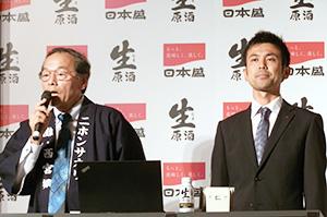 山下啓取締役(左)と高野将彰商品開発室課長