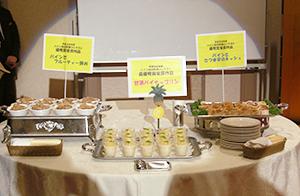 料理コンテスト最優秀賞(中央)と優秀品