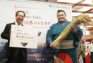 益田浩新潟県副知事(左)と豊山