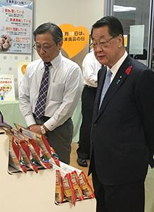 吉川貴盛農相(右)と木村均専務