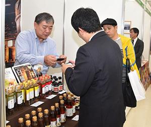蔵に伝わる醸造技術から生まれた醤油や白だしをPR(2017年会場から)