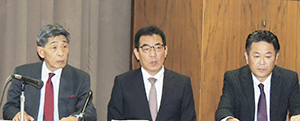 左から加栗章男MV西日本社長、平尾健一マルナカ社長、宮宇地剛山陽マルナカ社長