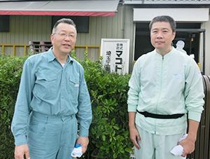 吉野彰取締役生産部長兼埼玉工場長(左)と清水光品質管理部長