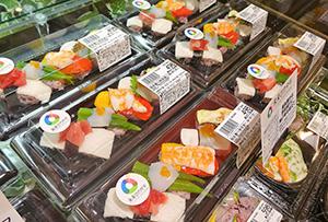 浅漬け野菜と魚介を組み合わせた握り寿司