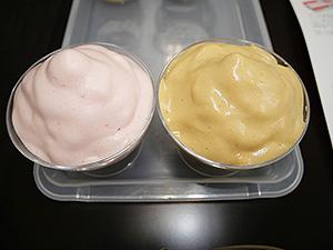 「ふわあわクイック」で作った試作品「ストロベリー」(左)と「ワサビ醤油」