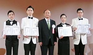 左から桝谷美咲氏、白鳥慶果氏、篠原成行会長、宮田由実氏、佐藤大介氏