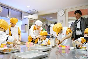 真剣に食品開発に挑む子どもたち