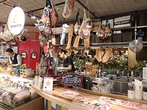 対面でその場で食する生ハム・チーズを販売(キッチン&マーケットルクア大阪店)
