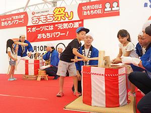 人気の「ちびっこもちつき体験」で日本に古くから伝わる伝統行事の素晴らしさを体感