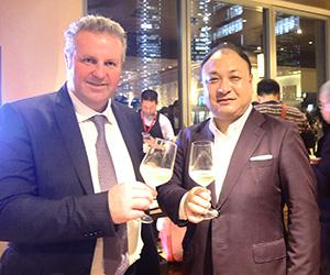 高瀬知康社長(右)とジョルジョ・ポレガート・アストリア社オーナー