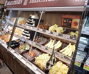 SMの惣菜コーナーで天ぷらなどは人気商品となっている