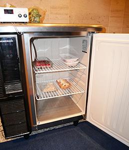 フレッシュトロンは鮮度を維持する電波「エバートロン・ウェーブ」が庫内で発生するように市販の冷蔵庫に設置でき、既存のコールドチェーンがそのまま活用できるのが最大の特徴