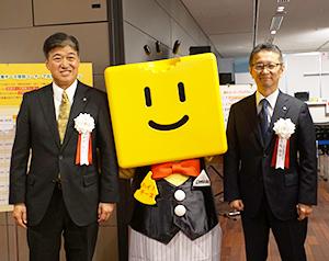 西尾啓治チーズ普及協議会会長(右)と本村直之日本輸入チーズ普及協会会長