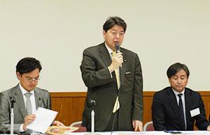 左から二之湯武史事務局長、林芳正会長、田村源太郎JBA会長