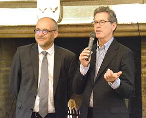 ポール・ホッブス氏(右)とベルトラン=ガブリエル・ヴィグルー氏