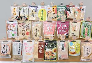 メーカー各社のきな粉製品。今年は特にスタンダードな商品の売れ行きが好調のようだ