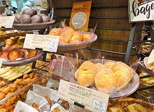 マルエツが展開する「ロカボのパン」コーナー