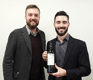 ブラジルワイン協会ソムリエのマウリシオ・ホロッフィ氏(左)とサルトン社のセザール・バルダッソ氏