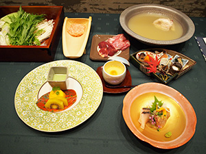 福岡県民のソウルフード水炊きと県産ブランド食材(20日のお披露目会にて)