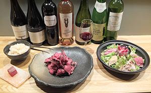 肉の風味付けや「麦茶飯」など、料理にも石垣食品の麦茶を使用(2924コースの一部)