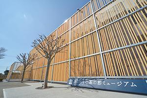 静岡県産材のヒノキを使用したふじのくに茶の都ミュージアムの外観