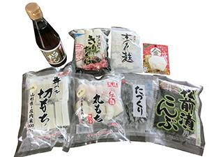 切り餅は夏にもフェースがとられ通年商品に。年末は関東でも丸もちの販売が好調だという