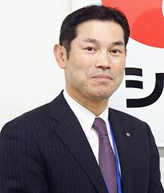上半期の業績などを報告する岡田賢二常務取締役