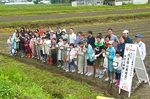 丹波黒大豆の産地、兵庫県篠山市で作付け・収穫を体験