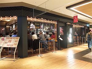 駅商業施設「ルクア大阪」地下2階にオープンスペースの立地。臭いや煙も問題はない