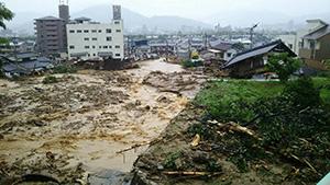 西日本豪雨では多くの家屋が押し流され、倒壊した(写真は広島市安佐北区口田南地区=7月7日撮影)