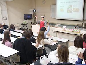 日本人と大豆の関係性から現代の健康課題、賢い大豆の摂取法など、幅広い内容を伝達