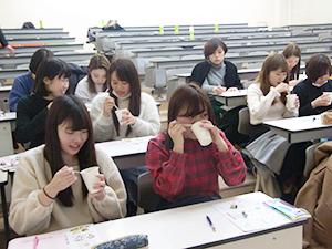 節分の新しい大豆の食べ方「節分汁」は、学生たちから「おいしい!」と好評