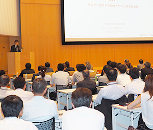 新潟県の産学官が協同でスタートした「日本酒学」は、新潟大学の授業だけにとどまらずシンポジウムや出張講座など積極的に情報を発信