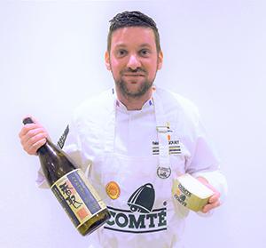 コンテチーズと日本酒のペアリングを紹介するファビアン・テグレ氏