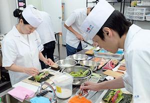海外日本食 成功の分水嶺(69)飲食人大学バンコク校 海外で寿司職人を育成