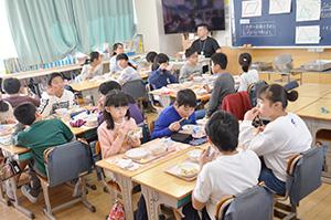 江戸川区立第二葛西小学校の給食