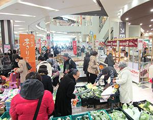 東三河の名産品を買い求める客が大勢訪れた「ほの国 東三河の物産と観光フェア」