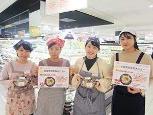 初日は名古屋女子大学の4人が店頭に立った
