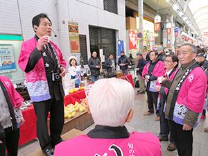 田畑誠一市長の音頭で行われた焼酎による乾杯
