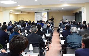 石原裕三サントリー酒類神戸支店広域営業担当部長による「注目されるウイスキー」テーマの講演