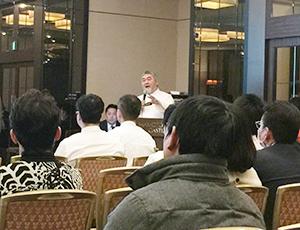 講演する三國清三代表理事