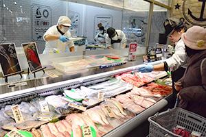 消費者とのコミュニケーションを重視する鮮魚売場