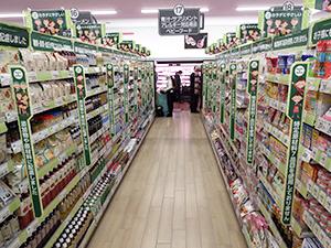 18尺で展開する健康コーナーは来店客への訴求力も高い