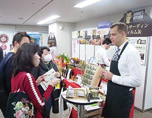 中身が見える「スモークオイルサーディンクリアフィルム缶」が関西メニュー提案会で初登場