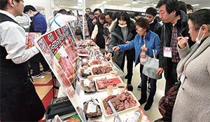 集客力抜群、外食の人気メニュー「ローストビーフ」の部位別食べ比べ